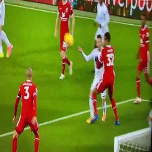 Leicester handball shout vs Liverpool. No penalty given