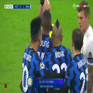 Arturo Vidal (Inter) second yellow card against Real Madrid 33'