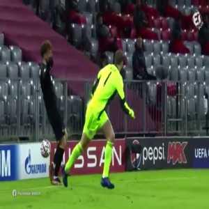 Manuel Neuer yellow card vs RB Salzburg