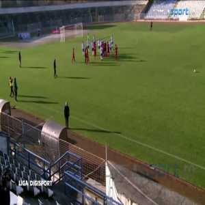 Strange scenes in Romania's Liga 2 match between Slatina and Turris as the referee blows the whistle for the first half after Slatina scores and the goal doesn't stand