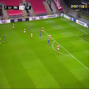Braga 1-[1] Leicester - Barnes 9'