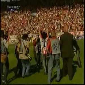 Maradona visits Olympiakos' Karaiskaki Stadium and shows his skills with Rivaldo and Neri Castillo.