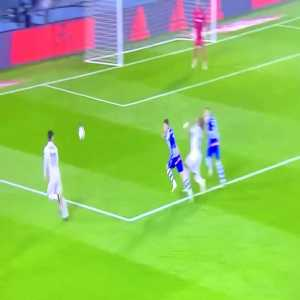 Alaves player pulling Marcelos hair inside the penalty box. No VAR check