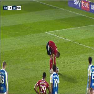 [EFL Championship] Birmingham City 1 - [1] Barnsley - Cauley Woodrow, Penalty 71'