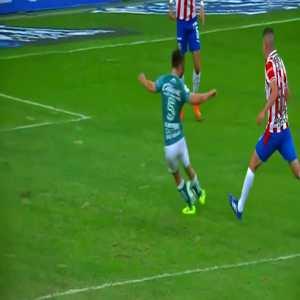 Chivas 0 - [1] Leon - Fernando Navarro 38'