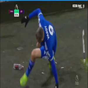Jamie Vardy destroys the corner flag