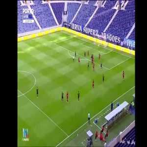 Porto [4] - 3 Lyon - Toni Martinez
