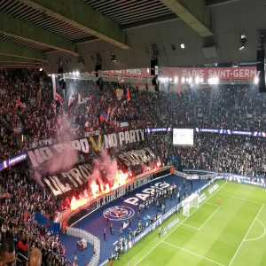 [JulienFroment] No pyro, no party (PSG ultras' flares against OL)