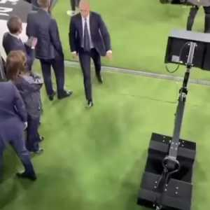 """[Bianconeri Zone] Video of Allegri storming off after full-time: """"Holy shit, they want to play for Juve?"""""""