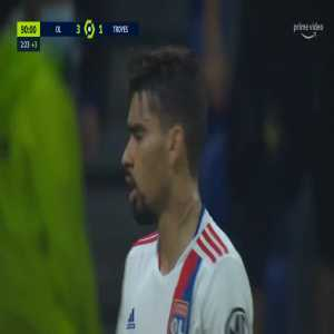 Lucas Paquetá (Lyon) gets a yellow card for doing a rainbow flick vs. Troyes 90+3'