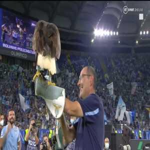 [BT Sport Football] Maurizio Sarri celebrating Rome Derby win with Lazio's golden eagle Olimpia