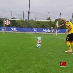 [Bundesliga] Erling Haaland showing impressive accuracy in training