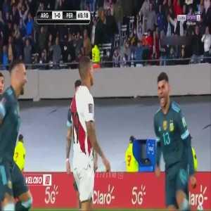 Otamendi and Cristian Romero mocking Yoshimar Yotun (Peru) in sync after his penalty miss vs. Argentina