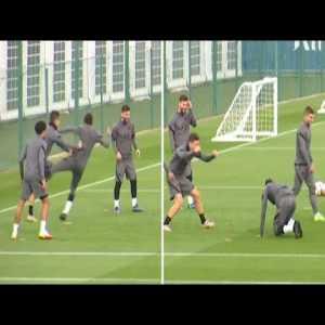 Ander Herrera nutmegs Neymar during training, then Neymar kicks him back