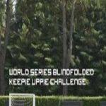 Football players do the Keepy-Uppy challenge blindfolded. Wait for Ronaldinho... 😱😂