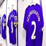 """Morgan Schneiderlin on why he chose Everton's no.2: """"I wanted to give the kitman a rest after putting Schneiderlin on the back"""" 😂👏"""