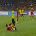 Doan Van Hau (Vietnam) crazy tackle vs Malaysia