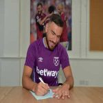 Robert Snodgrass has signed a new deal with West Ham.