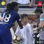 Bafitembi Gomis scaring a young ball boy after doing his signature celebration and then giving him his shirt as an apology
