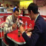 Andre Santos eating fish in chips - tries out vinegar on chips!