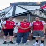 Héctor Bellerín surprise Arsenal fans in local supporters club in LA. Fans with priceless faces.