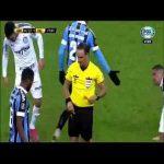 Felipe Melo cries in despair after being sent off in Libertadores Quarter Finals.