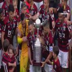 "CONMEBOL Libertadores on Twitter: ""🏆⚫️🔴1,2,3 ... Flamengo lifting the Cup! #Libertadores"""