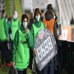 Vitória de Setúbal squad was affected by a virus this week. Sporting CP refused to postpone the match. Sidelines referees are wearing masks to avoid the virus.