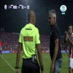 Fight between manager and 4th official in Superliga Argentina