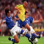 (PICTURE) R9 vs arguably two of the greatest defenders in history of football