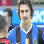 Ibrahimovic in his Inter days admiring his idol R9 before Milan derby