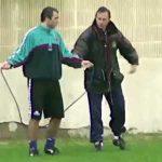 Johan Cruyff teaching Stoichkov how to jumprope in 1992
