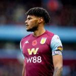 Tyrone Mings on Twitter: Player at the top of the league raises concerns about playing again: Yeah he's probably right, that's sensible. Player near the bottom raises the same concern: Yeah well you just don't want to be relegated 😂🤷🏽‍♂️