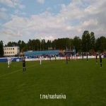 At the beginning of today's Belarusian League match between Krumkachi and Dinamo Minsk, footballers and fans led a 100 second applause in solidarity with their players and others tortured and injured by the police in recent protests.