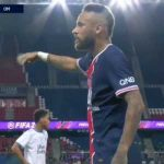 "Neymar repeating ""Racismo no"" to a Marseille player."
