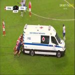 Braga and Porto players helping pushing the ambulance after David Carmo's injury