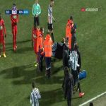 Romain del Castillo (Rennes) get hit by the ball in the face. Get stretchered off the pitch.