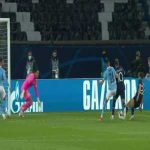 PSG want penalty after Florenzi trips Neymar 40'