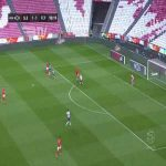 Adel Taarabt (Benfica) shot saved by Agustín Marchesín (Porto), rebounds, and hits the post vs. Porto 90'+1'